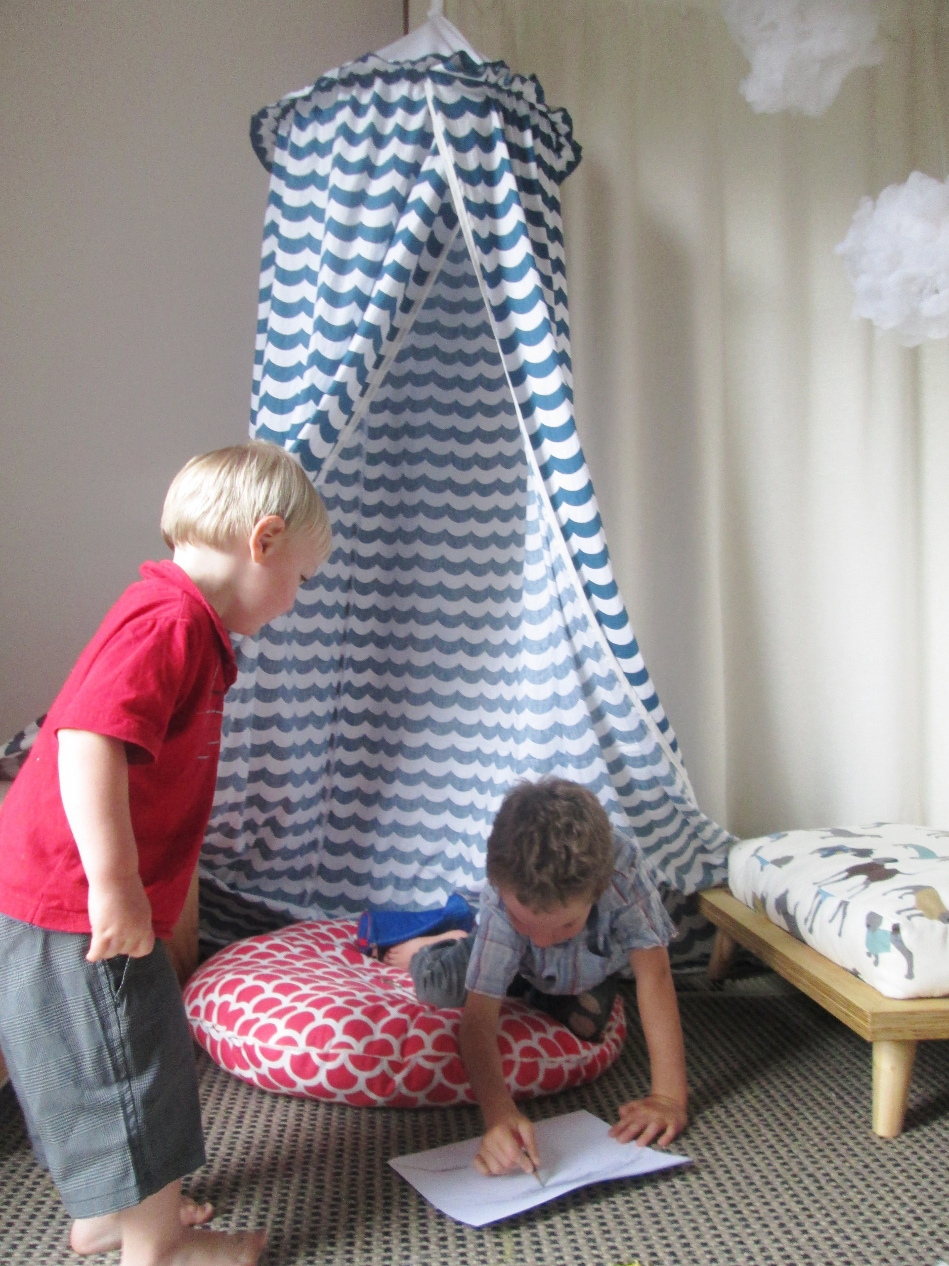 & Kids hanging play tent / bed canopy